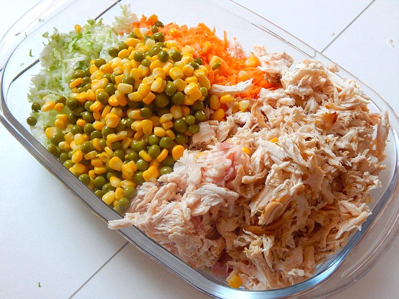 misture-frango-milho-ervilha-maionese-tempere-salpicao-simples-receita-cozinha-sozinho-nacozinhasozinho