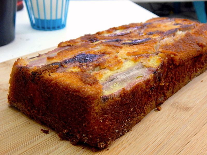 espere-esfriar-desinforme-bolo-morno-banana-invertido-receita-facil-cozinha-sozinho