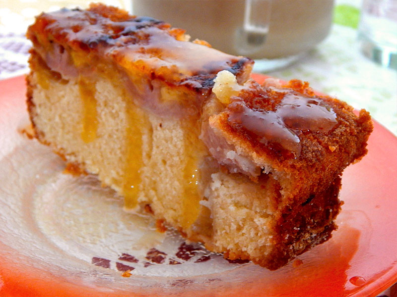 sirva-1-bolo-morno-banana-invertido-receita-facil-cozinha-sozinho