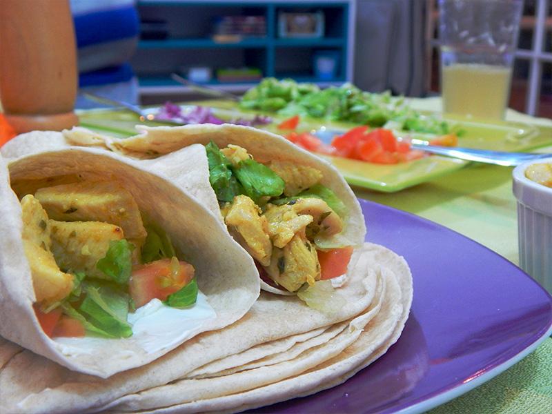 sirva-receita-mexicana-burrito-cozinha-sozinho