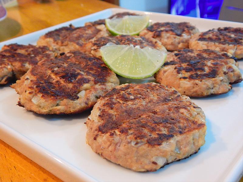 sirva-1-hamburguer-atum-receita-nacozinha-sozinho