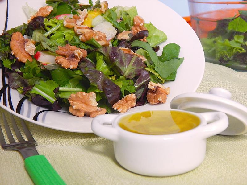 sirva-01-receita-basica-molho-para-salada-na-cozinha-sozinho