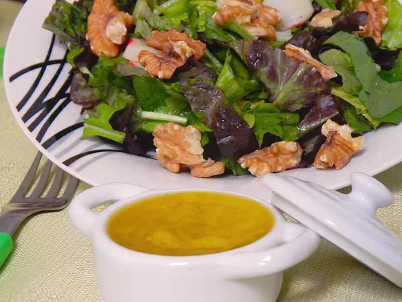 sirva-02-receita-basica-molho-para-salada-na-cozinha-sozinho