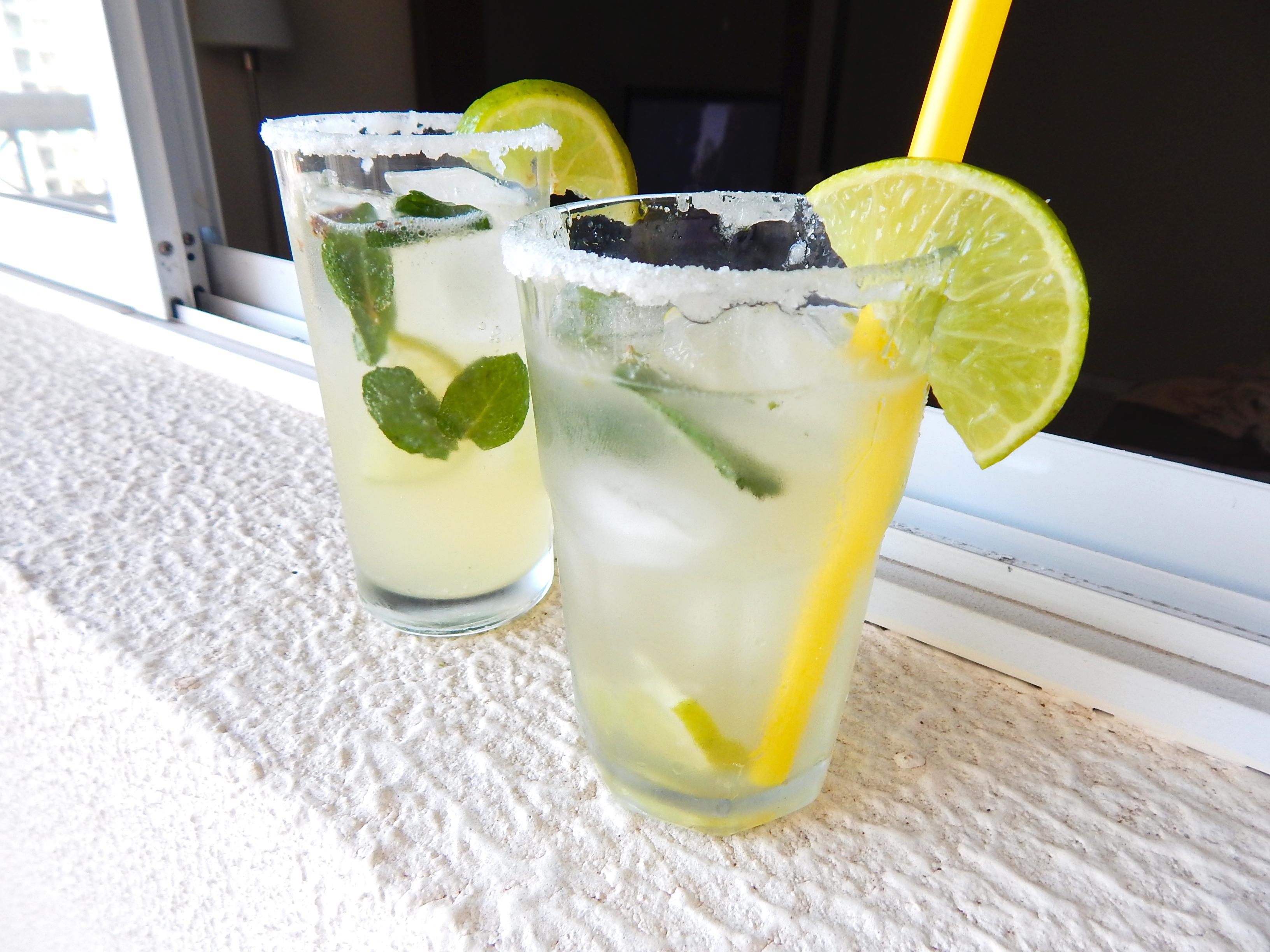 sirva-drink-receita-drink-mojito-na-cozinha-sozinho