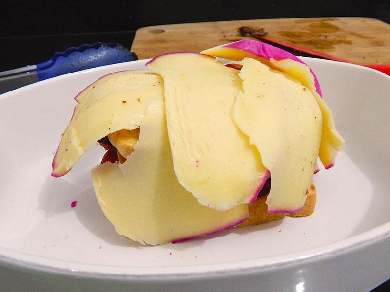 camada-queijo-receita-francesinha-portugal-na-cozinha-sozinho