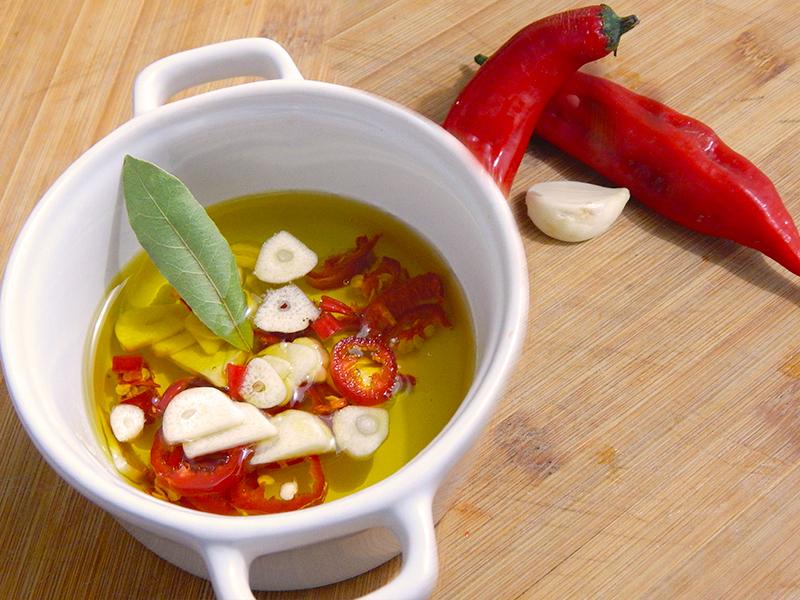 coloque-pimenta-loro-alho-receita-molho-piri-piri-portugal-na-cozinha-sozinho
