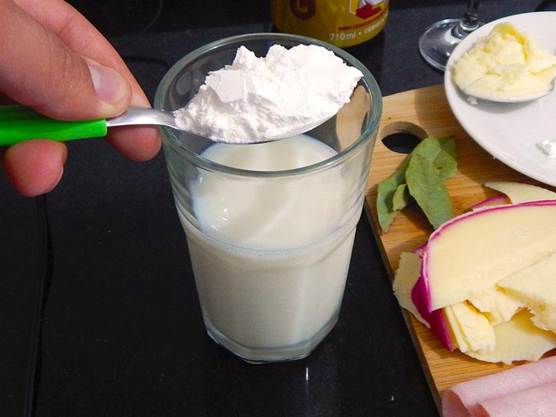 dissolva-maizena-leite-receita-francesinha-portugal-na-cozinha-sozinho
